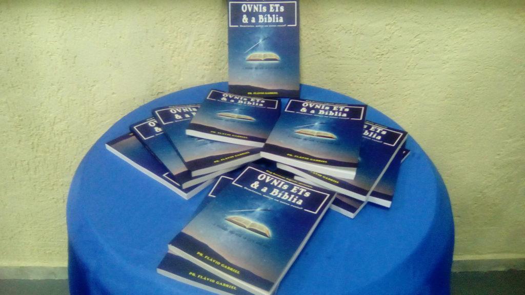 Lançamento do livro OVNIs ETs e a Bíblia